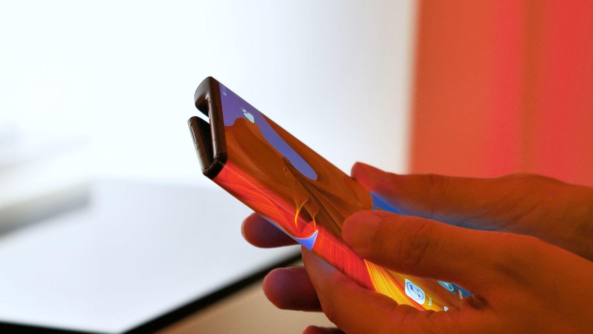 Смартфоните със сгъваеми дисплеи ще поевтинеят значително до две години
