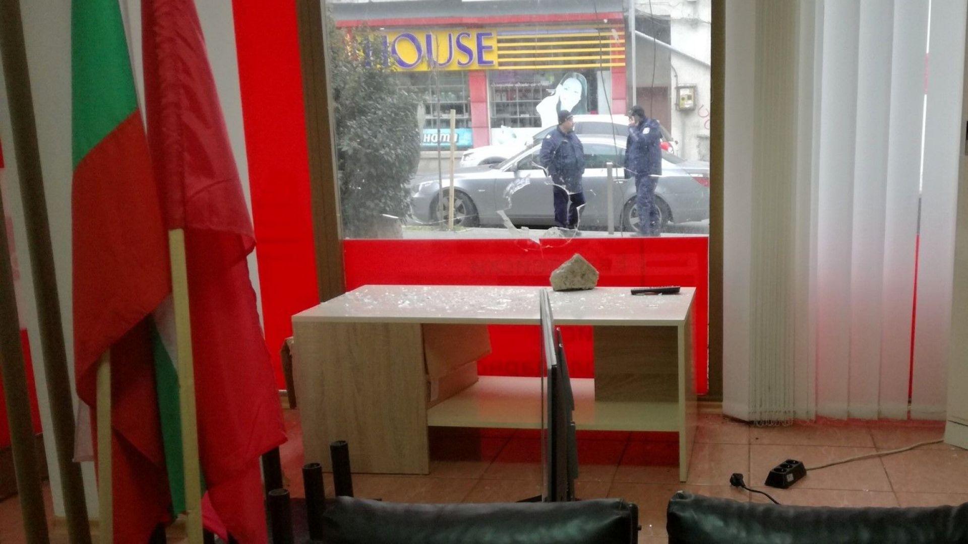 15-годишен бургазлия е счупил витрината на офиса на Делегацията на българските социалисти в ЕП