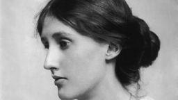 """""""Усещам в пръстите на ръцете си тежестта на всяка дума"""", пише Вирджиния Улф за разказите си (откъс)"""