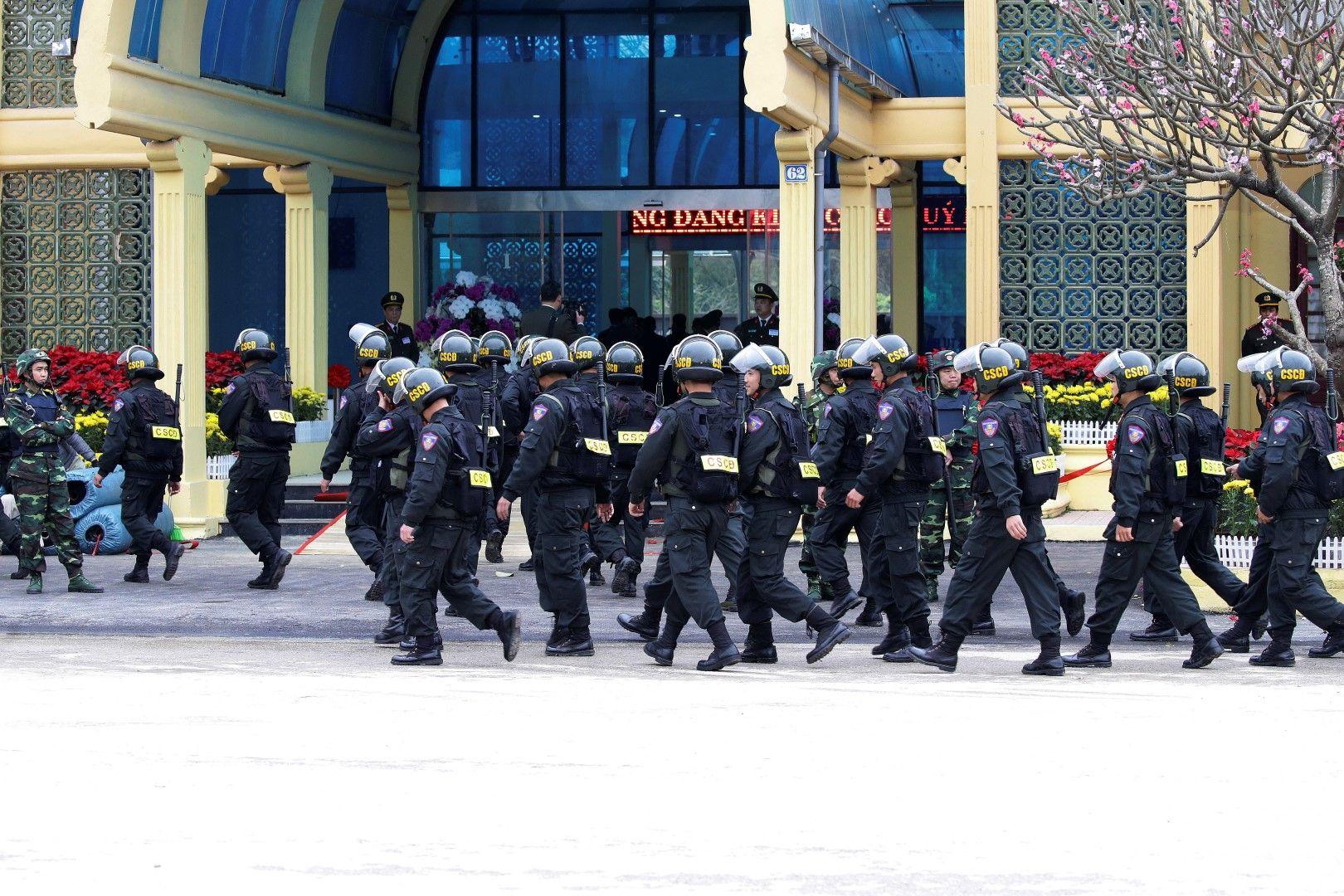 Десетки служители на реда са мобилизирани от виетнамските власти