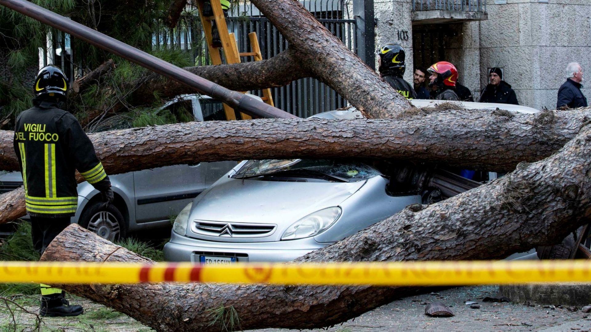 6-ма души загинаха заради лошото време в Италия (снимки)