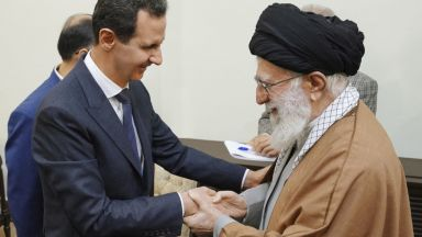 """Аятолах Хаменей нарече Асад """"герой на арабския свят"""""""