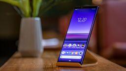 Sony представи първия в света смартфон с 4K HDR OLED дисплей