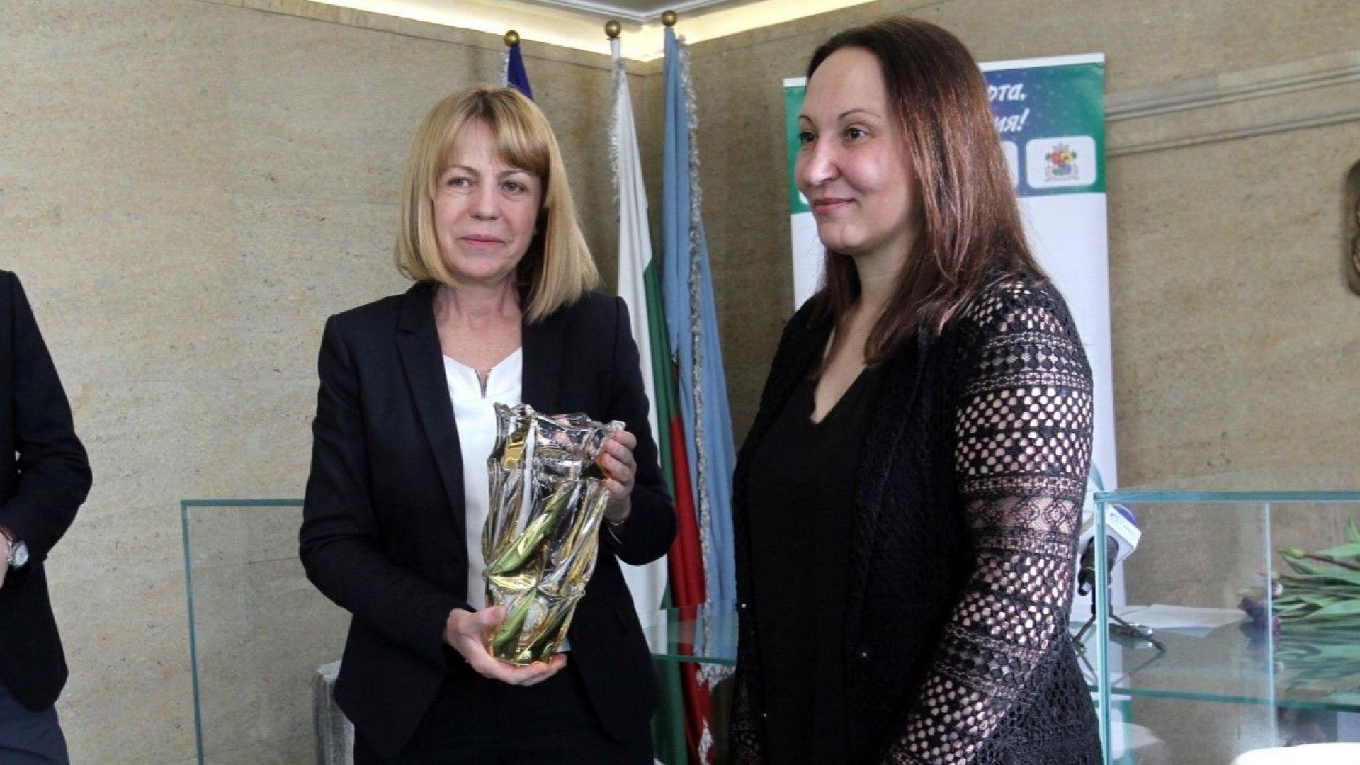 Фандъкова награди Евгения Раданова за заслугите към спорта