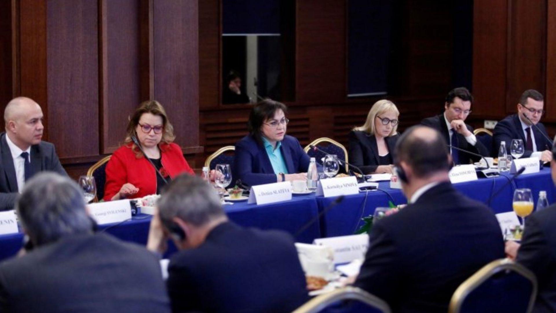 Нинова разказа на посланиците от ЕС за Изборния кодекс и разследванията на Йончева