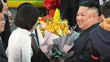 Какво направи първо Ким Чен-ун след пристигането си в Ханой