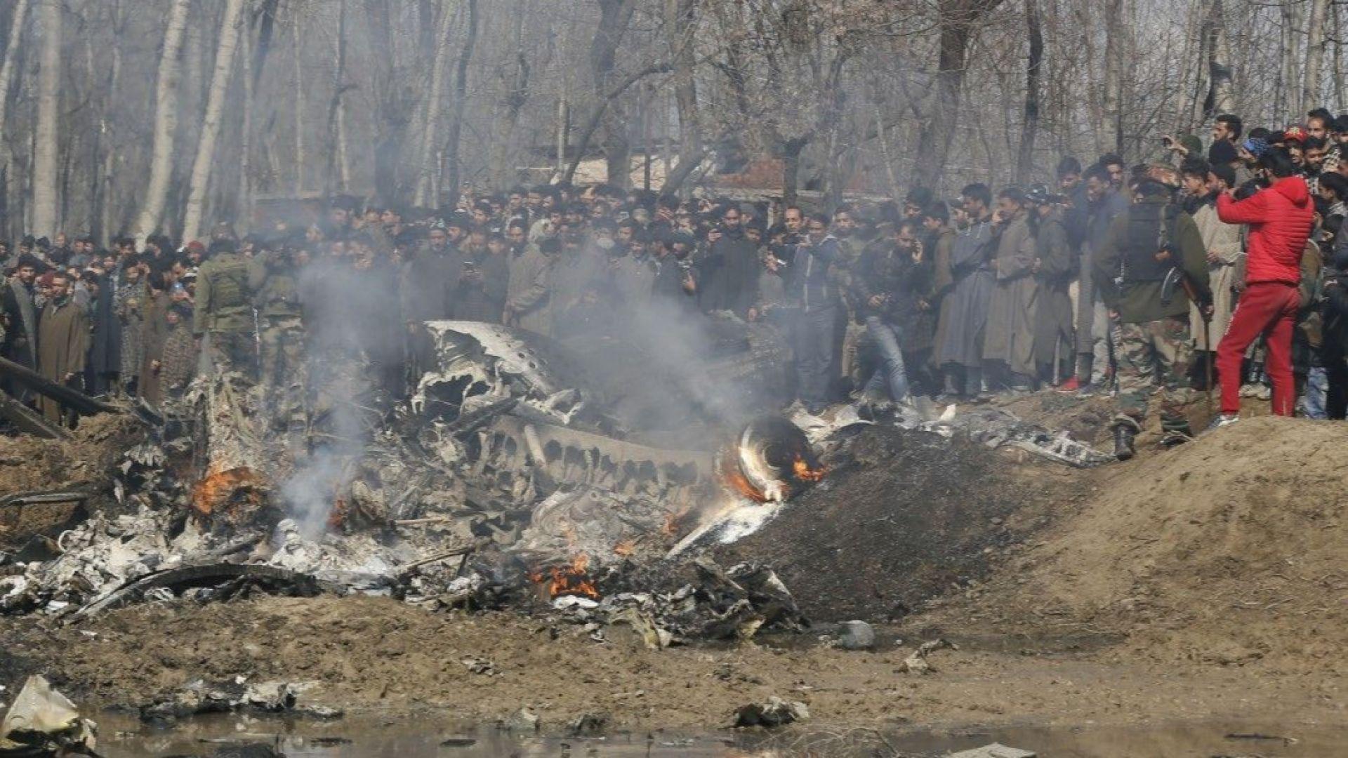 Военна ескалация между Индия и Пакистан, и двете ядрени сили тръбят за свалени самолети