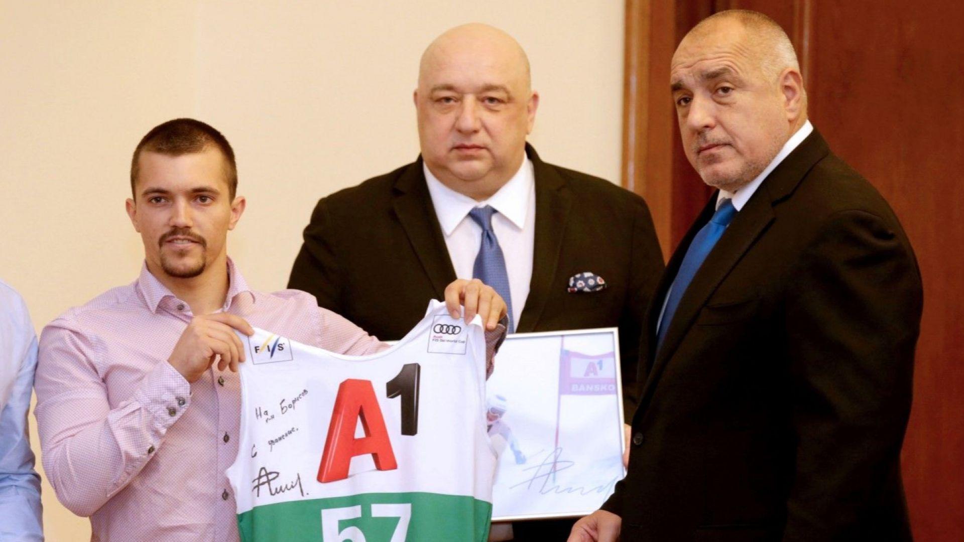 Новата ски звезда на България дари свой екип на премиера