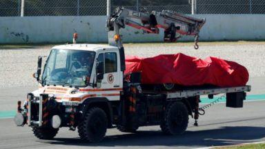 Фетел изхвърча от пистата и удари своето Ферари