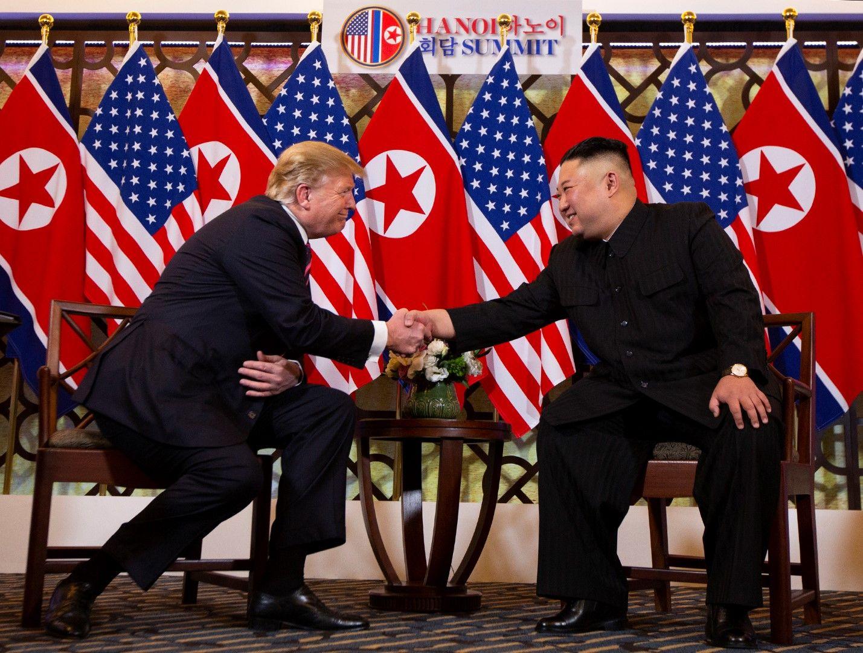Преди срещата на четири очи двамата позираха пред медиите, демонстрирайки добри отношения