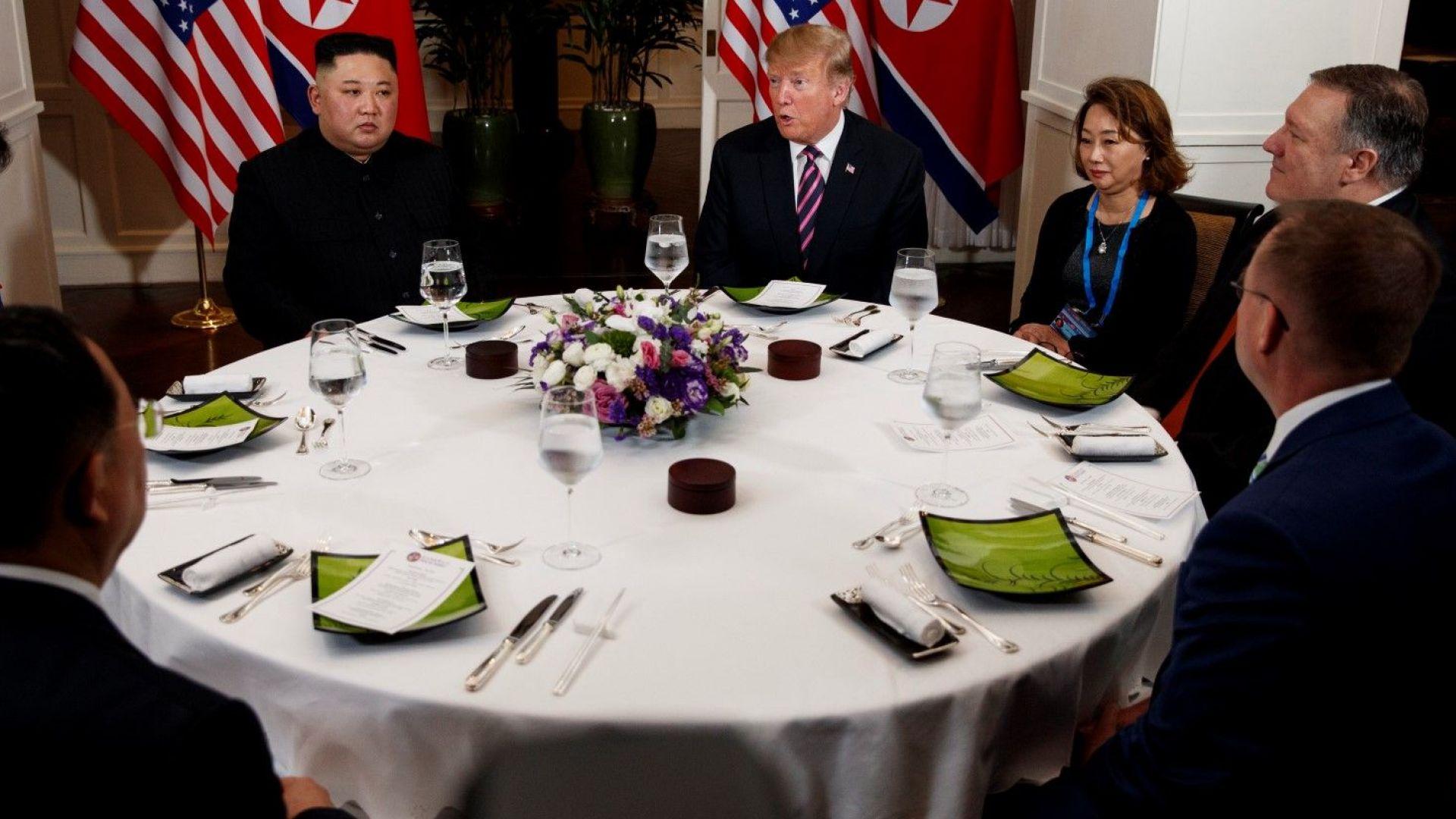 След едва 10-минутна среща Ким и Тръмп преминаха към вечерята