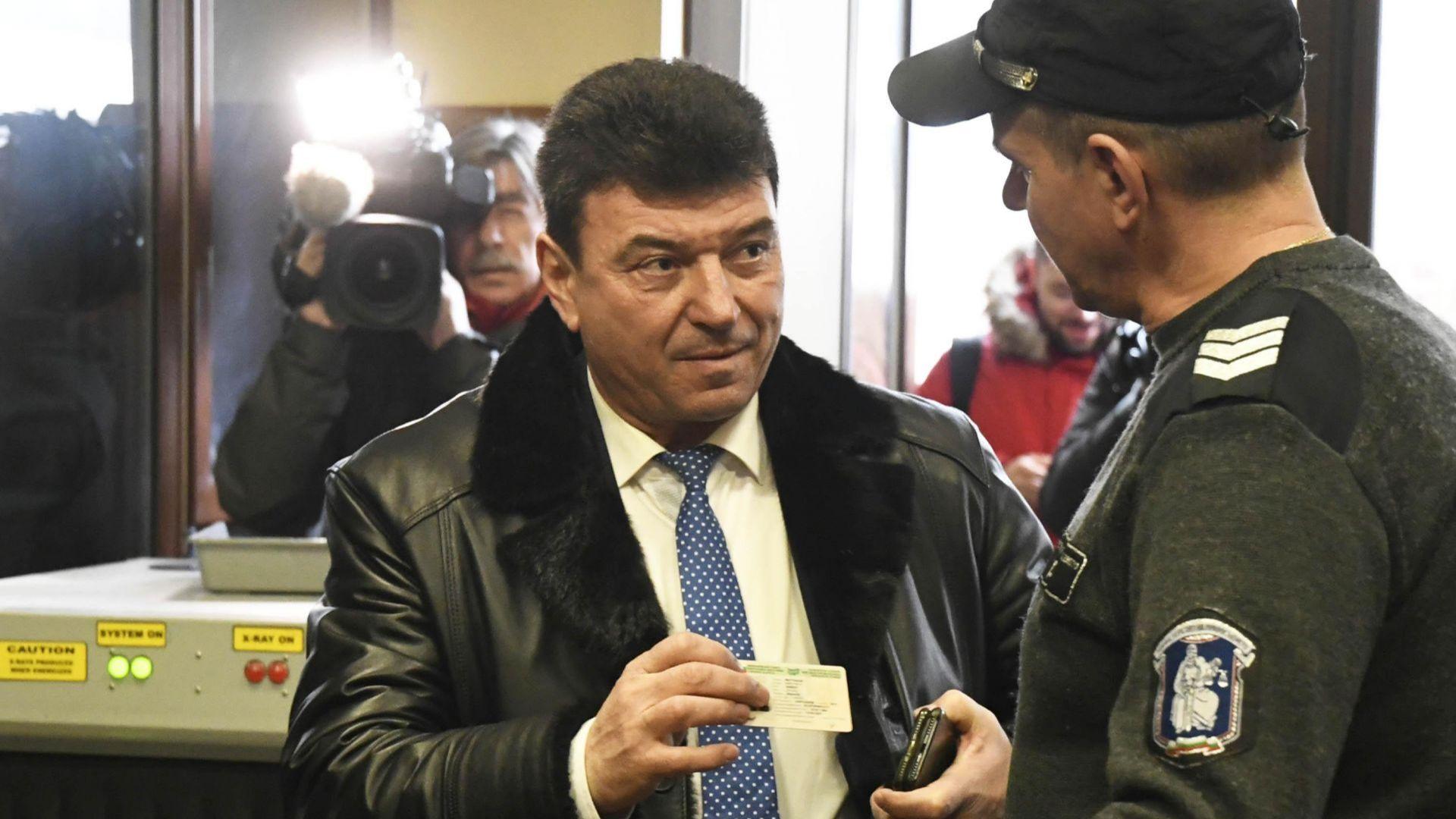 """Тръгна делото по скандала """"Суджукгейт"""" срещу екс депутата Живко Мартинов"""