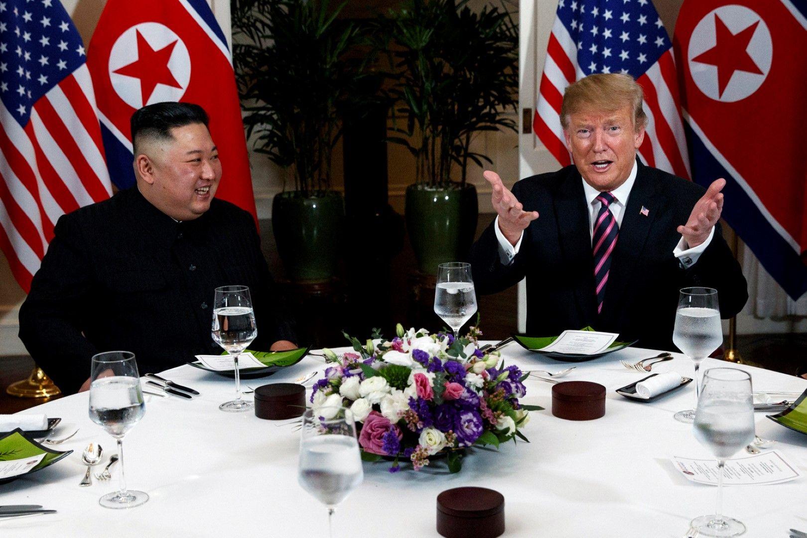 Ким и Тръмп бяха във видимо добро настроение