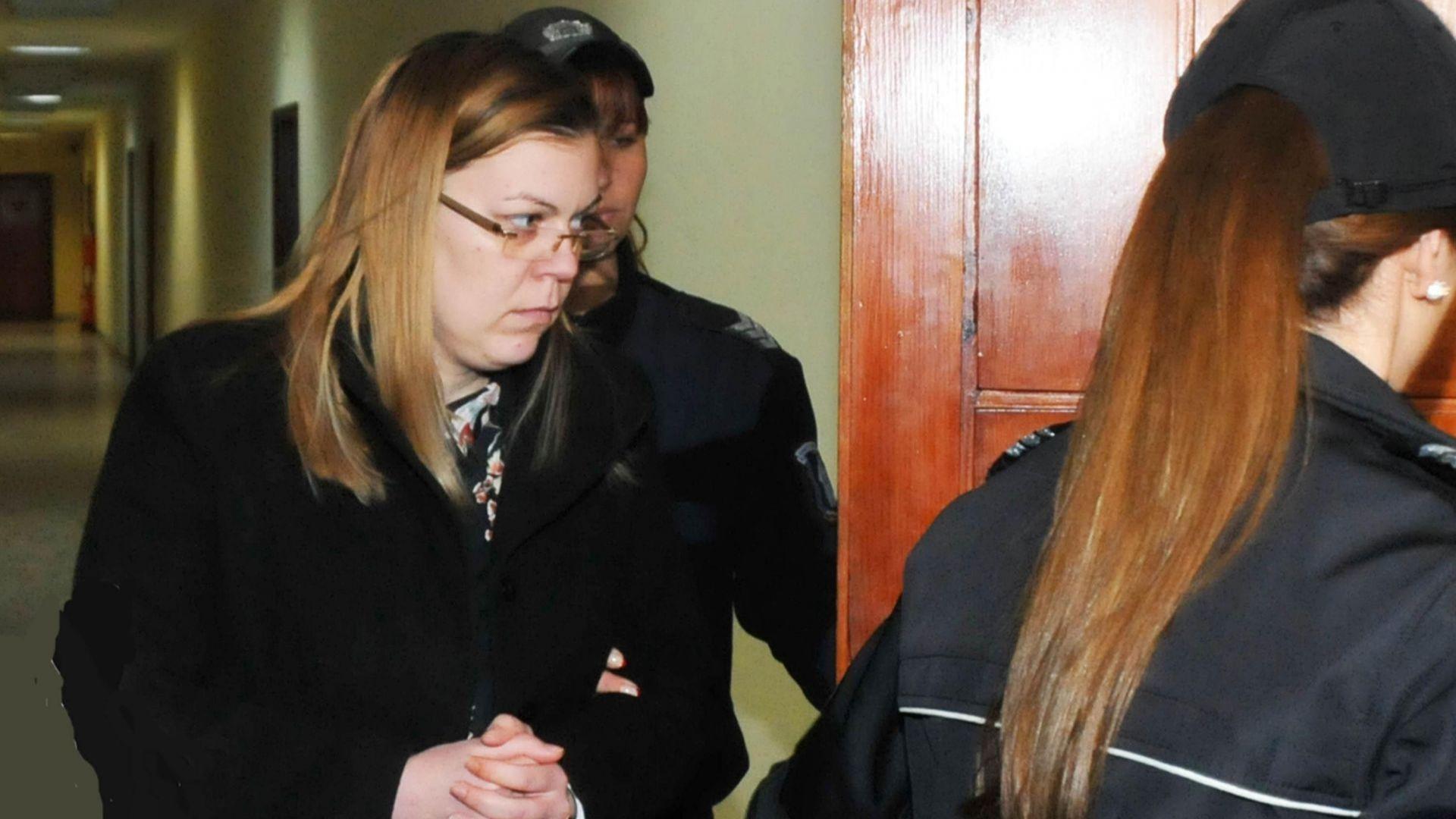 Банкерката Биляна, обвинена в източиване на 400 хил. лв., плаче и моли да я освободят от ареста