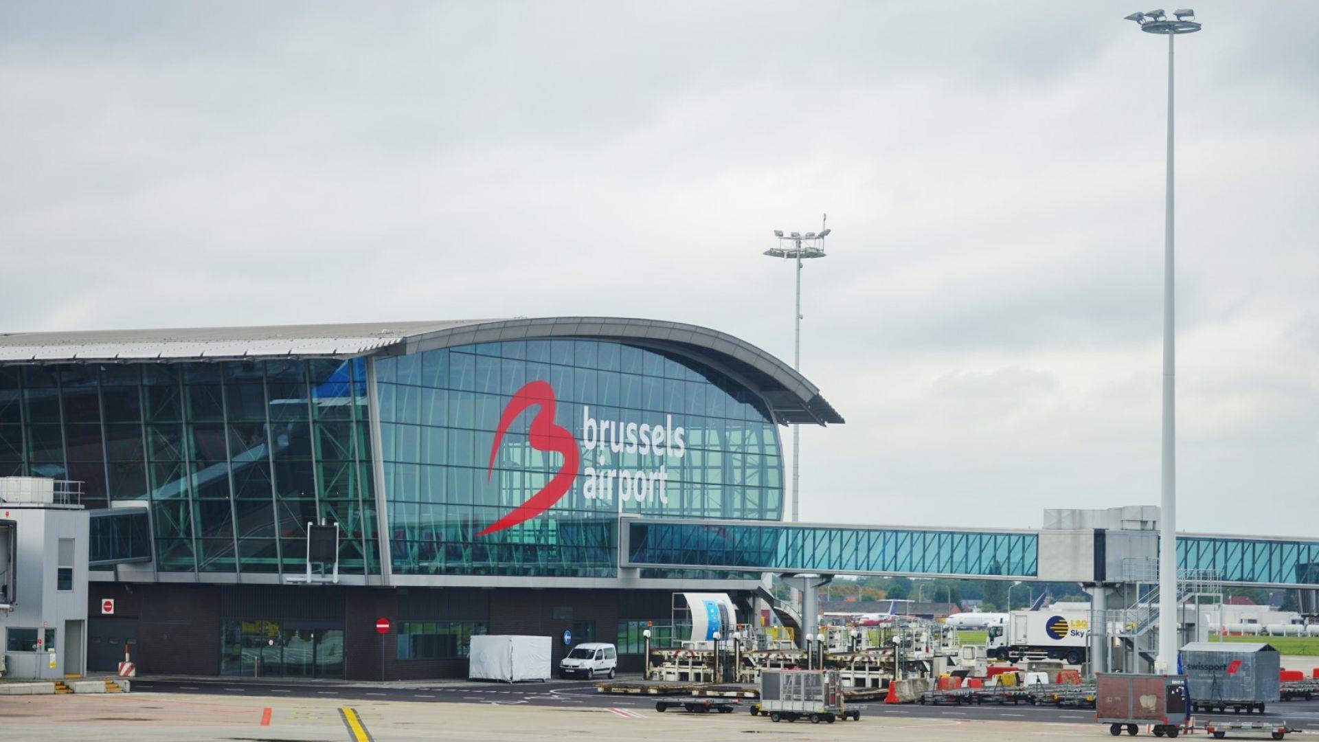 """Охраната на летището в Брюксел пуснала мним терорист с пояс """"експлозиви"""" на кръста"""
