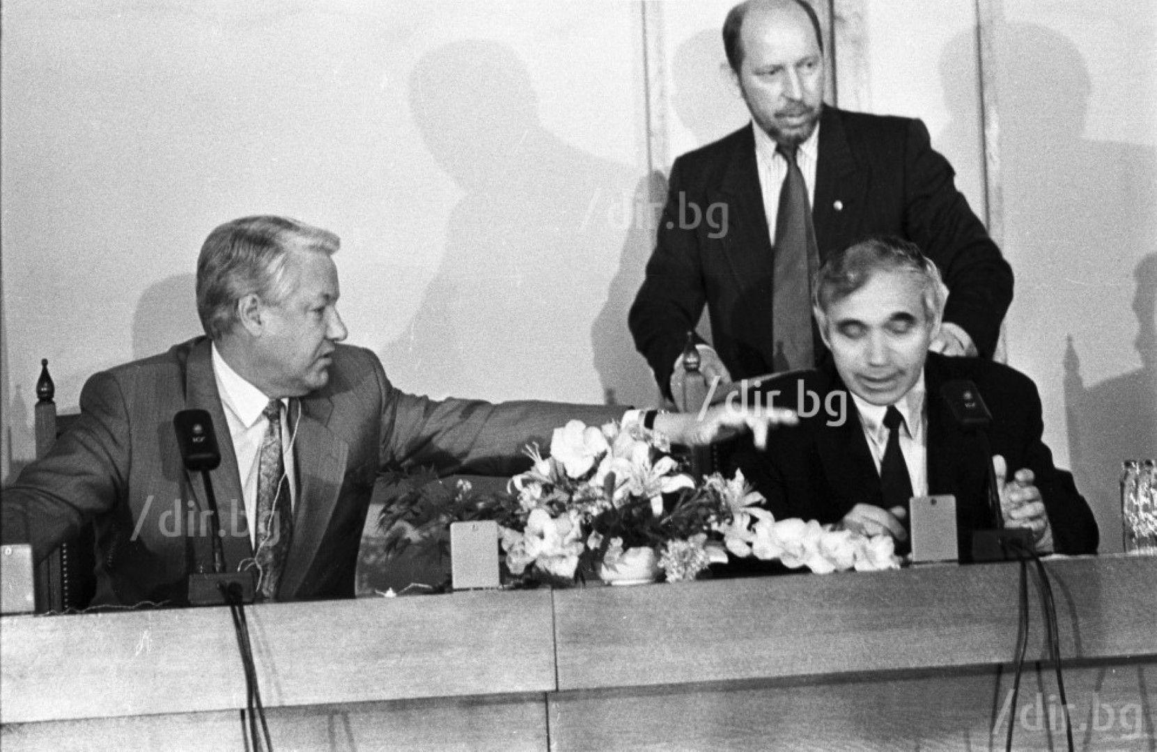 Борис Елцин и Желю Желев подписват Договор за приятелство между Руската федерация и България