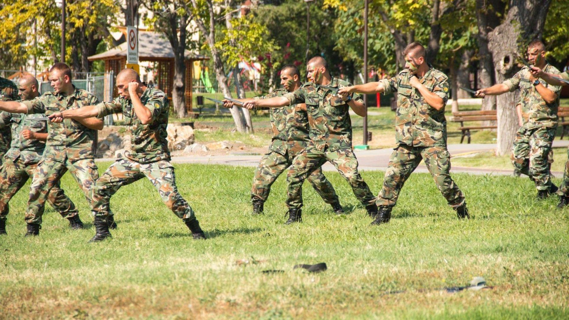 Обявиха свободни почти 1300 места за доброволния резерв на армията