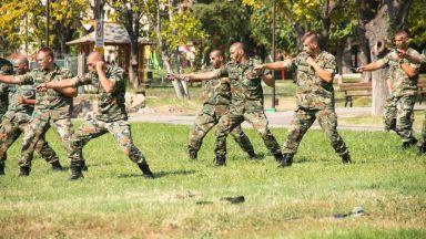 Засилва се интересът към служба в армията
