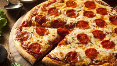 Анорак с термо джоб съхранява пицата топла