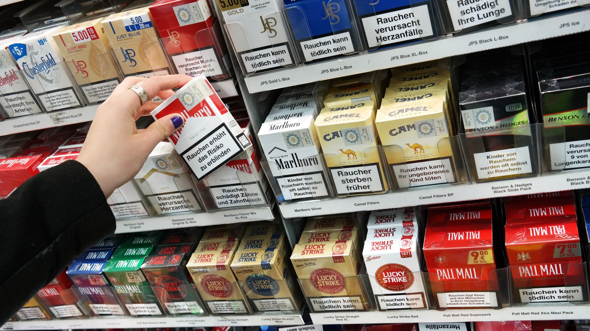 Цигарите във Франция поскъпват с 50 евроцента