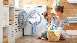75 % от жените се нагърбват с по-голямата част  от домакинските и родителските задължения