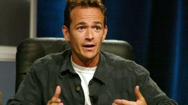 """Звездата от """"Бевърли хилс, 90210"""" Люк Пери (52) получи инсулт"""