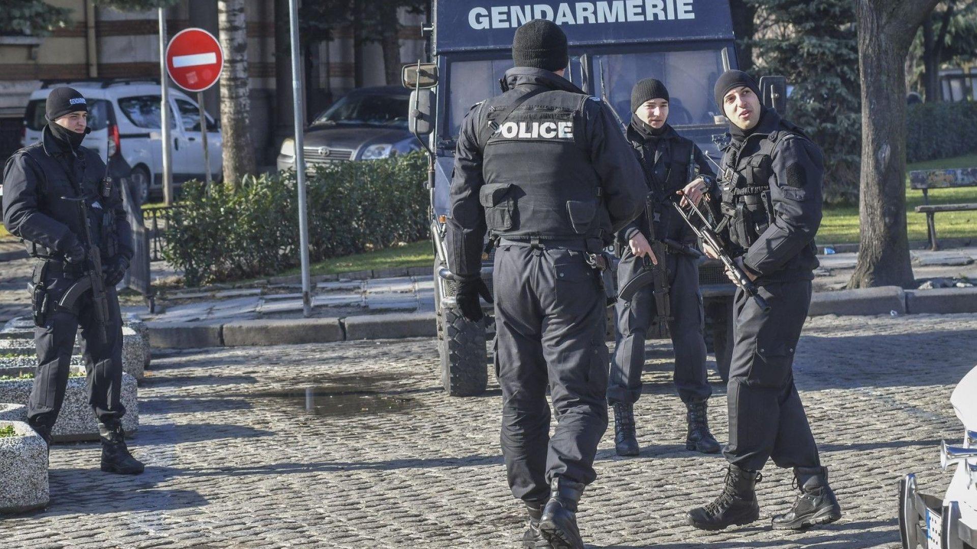 Арестуваха обирджиите на бензиностанции при акция в столичен квартал
