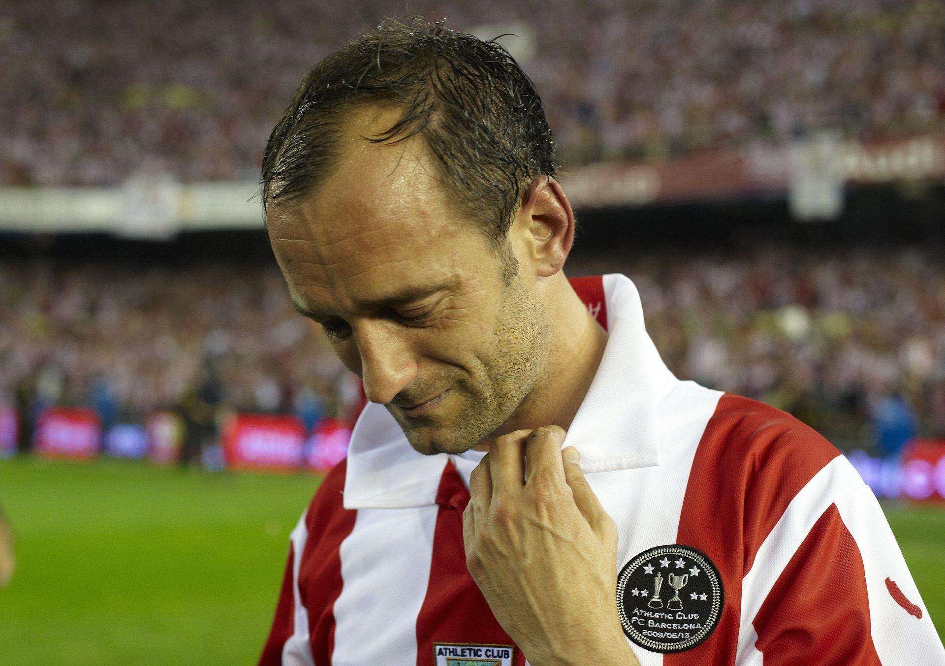 Хосеба Ечеберия плаче след загубен финал за Купата на краля от Барселона. Символът на клуба отказа заплата в последния си сезон, за да се отблагодари на Атлетик