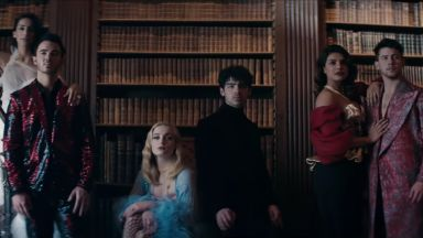 Приянка и Софи Търнър в новия клип на Jonas Brothers