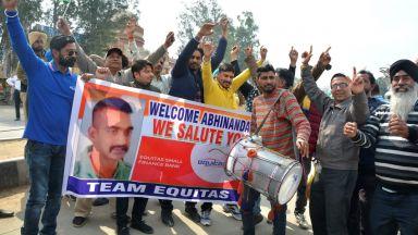 Пакистан предаде на Индия пленения в Кашмир индийски пилот