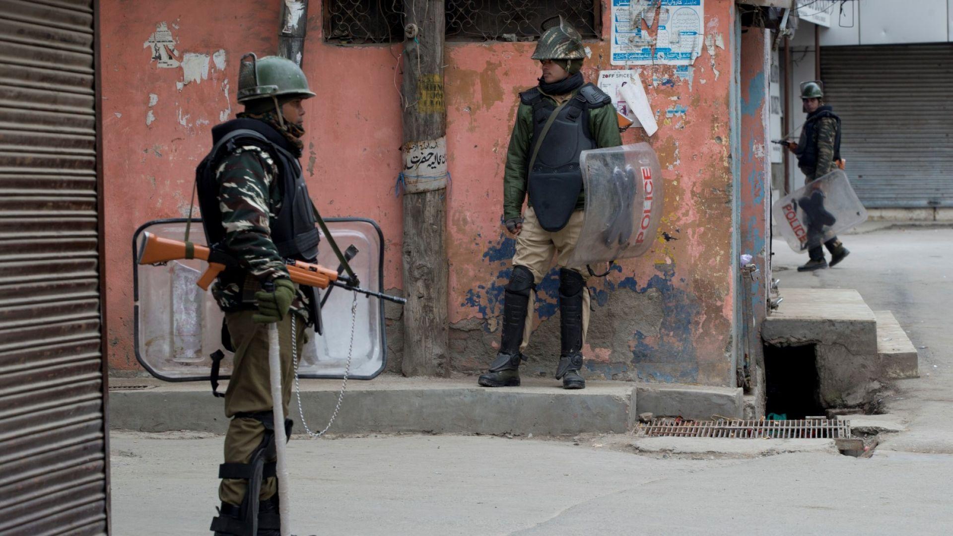 Майка и двете й деца загинаха при престрелка между Индия и Пакистан