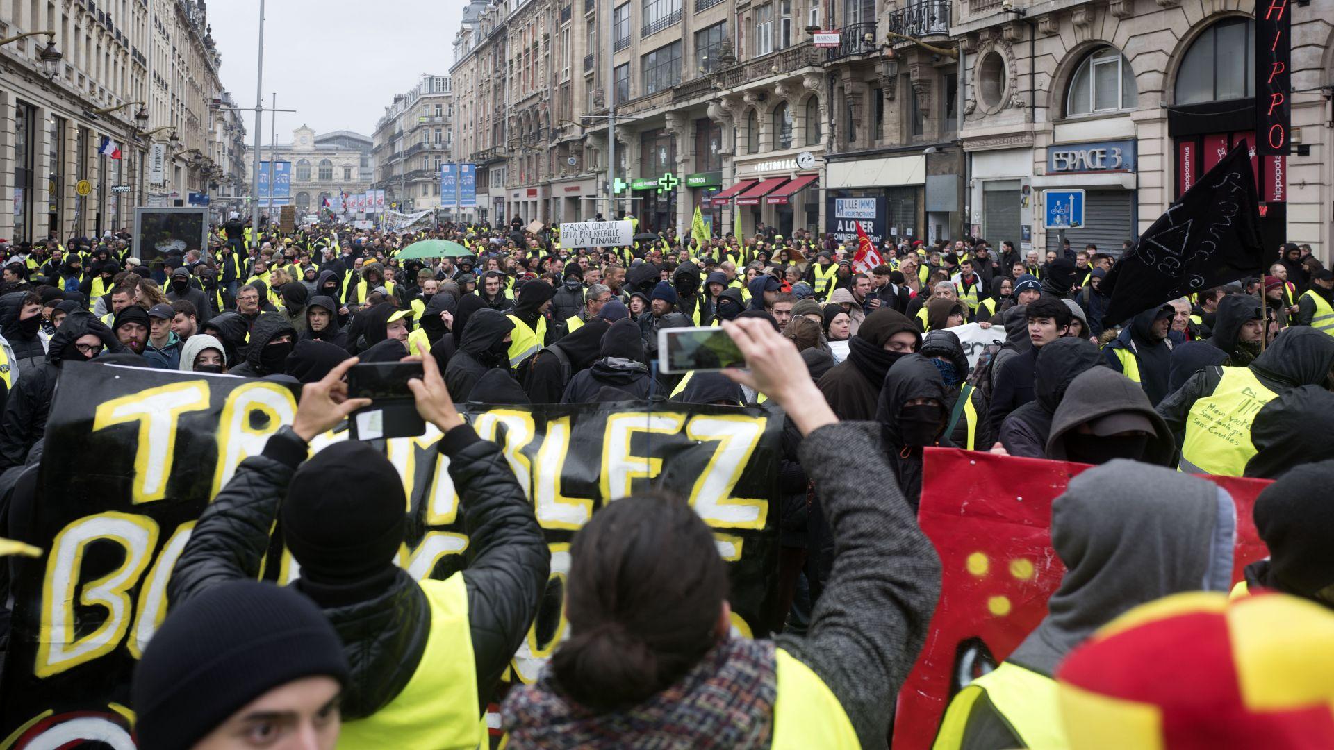 """Рехави протести на """"жълтите жилетки"""" във Франция"""
