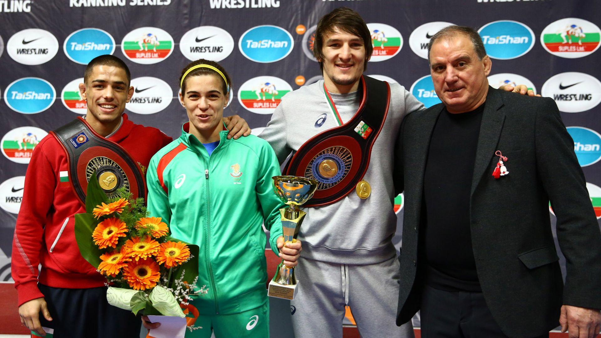 Вангелов и Александров с поясите от турнира по борба