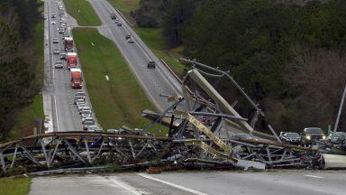 Торнадо в Алабама взе жертви - най-малко 23 души са загинали (видео)