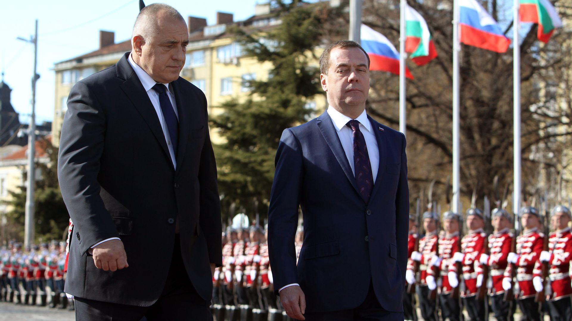 """Медведев вече е в София, посрещнахме го на площад """"Св. Александър Невски"""" (снимки)"""