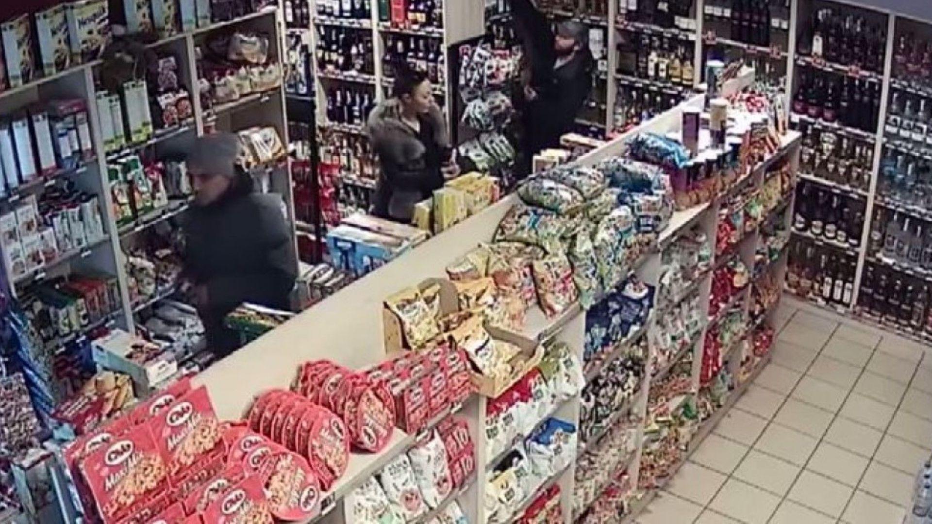 Камери заснели как трима души крадат скъп алкохол от магазин