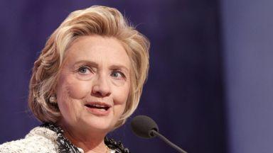 Самолет с Хилари Клинтън на борда кацна аварийно