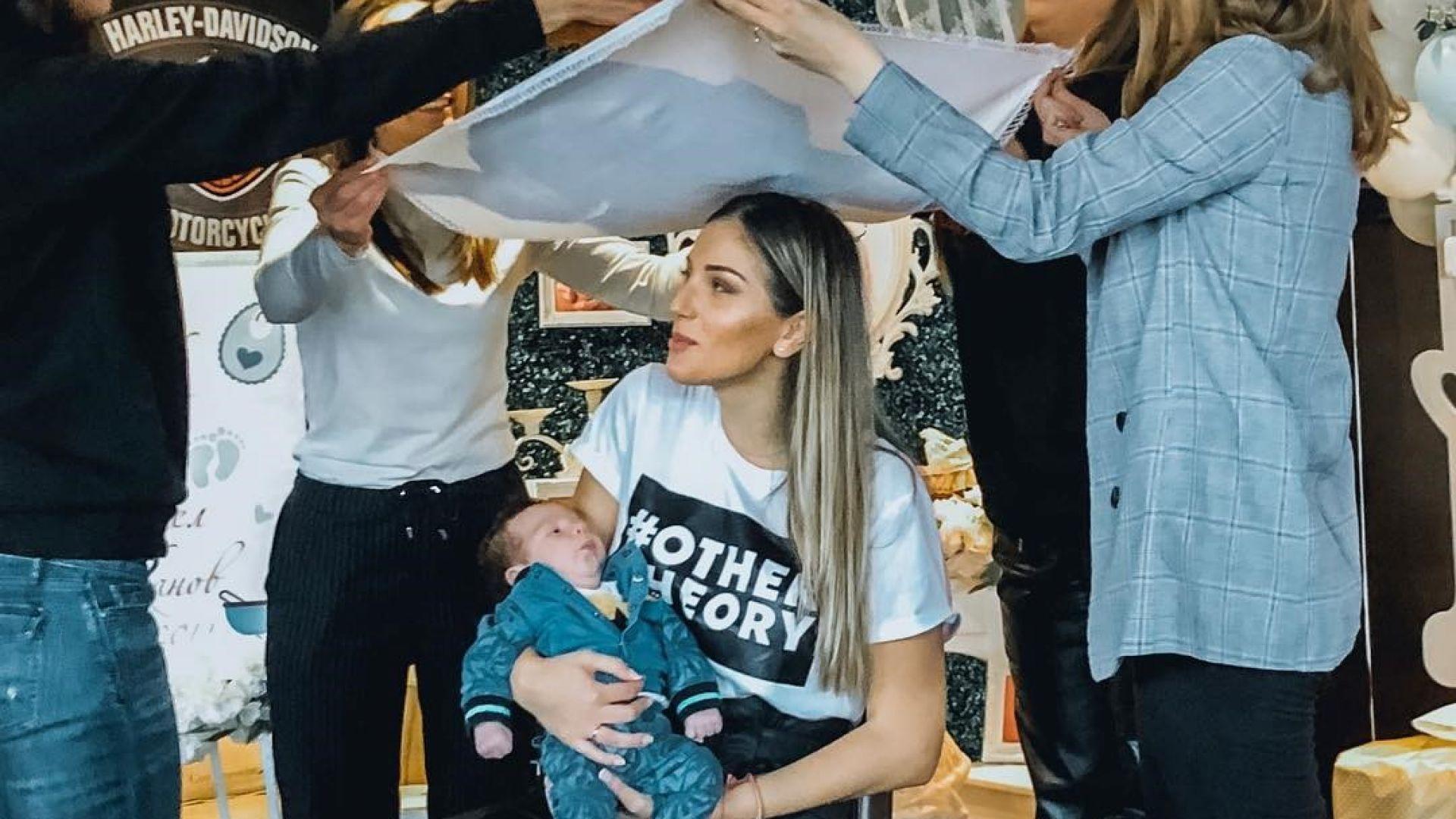 Алекс Петканова и Мона орисаха синовете си (снимки)