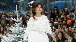 Chanel представи последната колекция на Лагерфелд в Париж