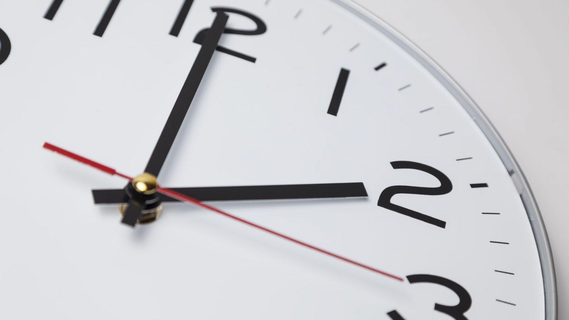 Учени обърнаха посоката на времето в квантов компютър