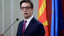 Стево Пендаровски осъди изгарянето на българското знаме във Вевчани