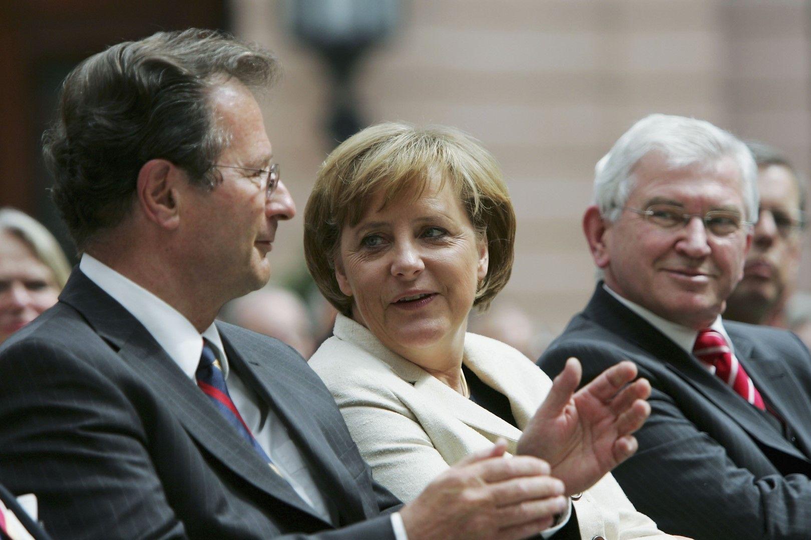 Клаус Кинкел и канцлерът Ангела Меркел на среща на германското разузнаване (BND), 11 май 2006 г.