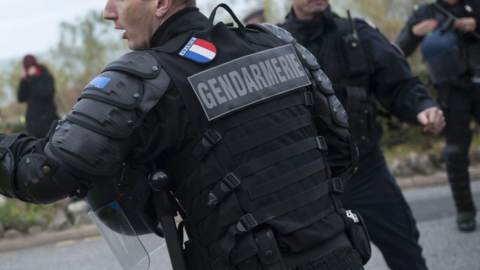 Затворник рани двама надзиратели във Франция
