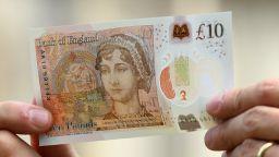 Британската лира поскъпна след обявената оставка на Тереза Мей