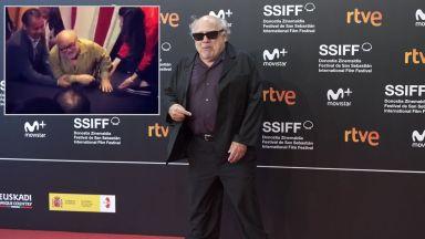 """Дани де Вито падна на сцената при представянето на новия филм на """"Дисни"""" (видео)"""