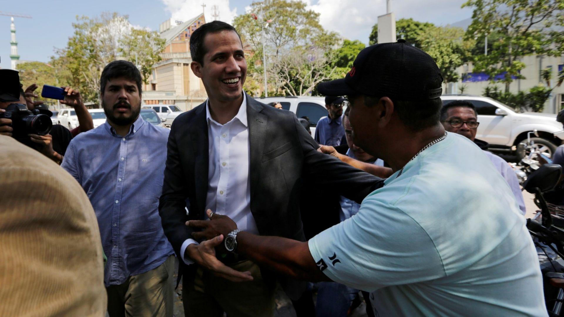 Контролираният от опозицията венецуелски парламент одобри снощи текст, който гарантира