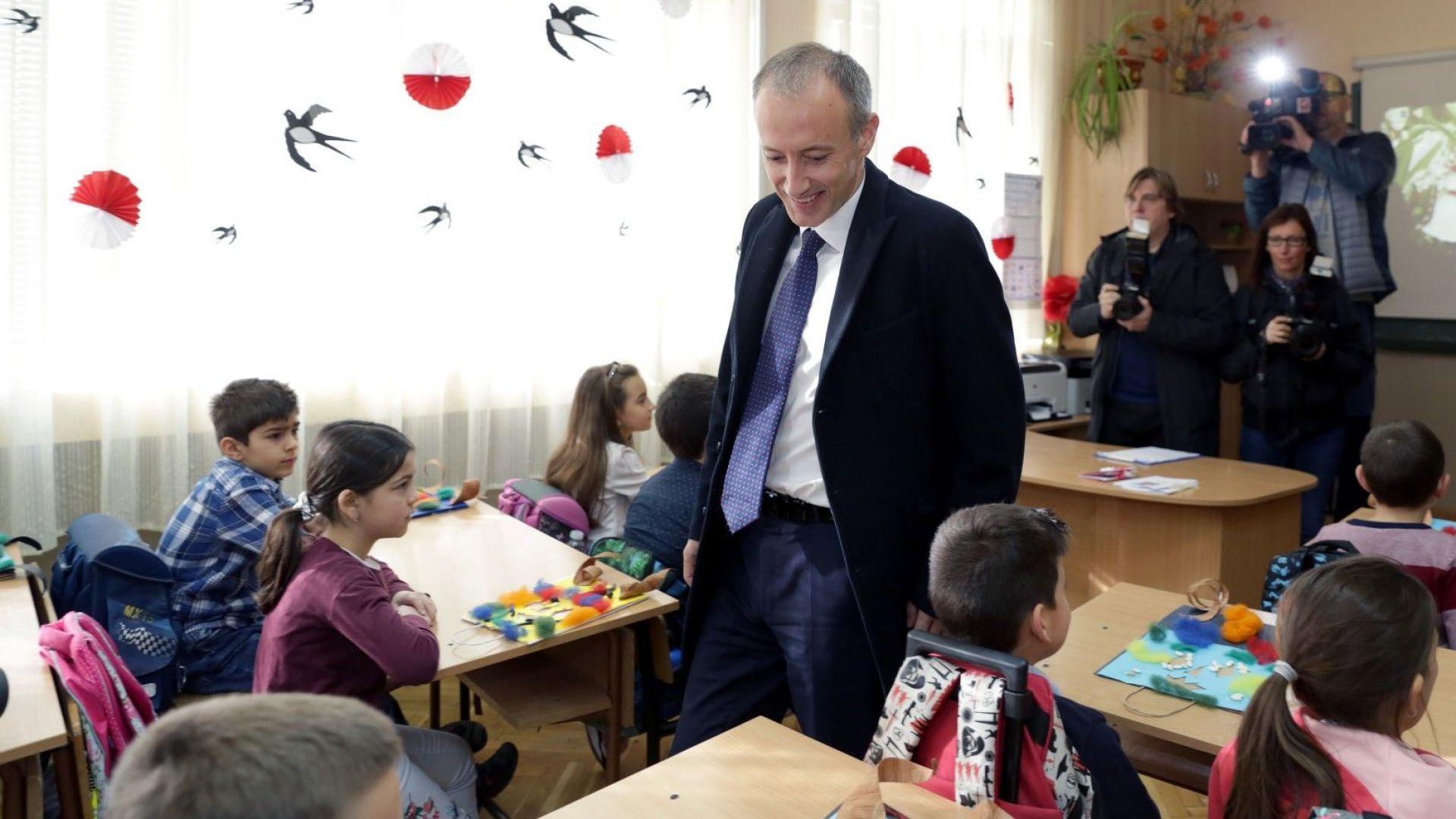 Еврокомисарят Наврачич е уверил, че ще реши проблема с половата идентичност в SELFIE