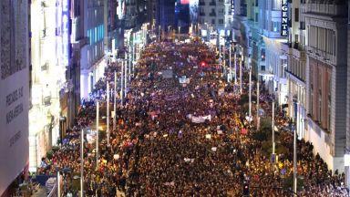 Шумна демонстрация за Международния ден на жената в Мадрид