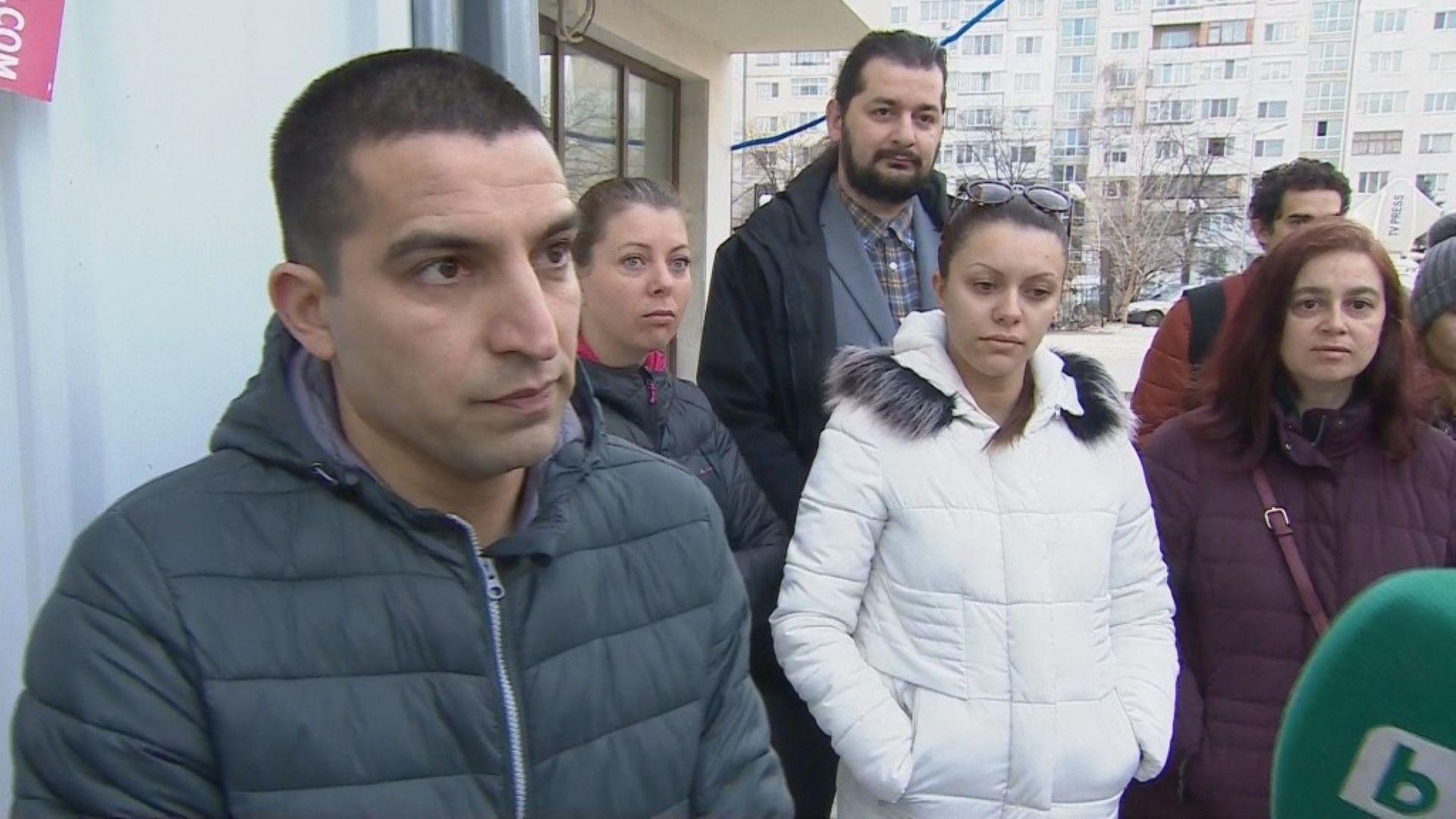 """С акт 16, но без ток: Собственици на апартаменти в """"Младост"""" не могат да ги ползват"""