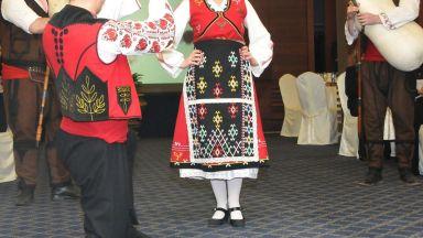 """Операция """"Хоро"""": Данъчни под прикритие играят ръченица в пловдивско село"""
